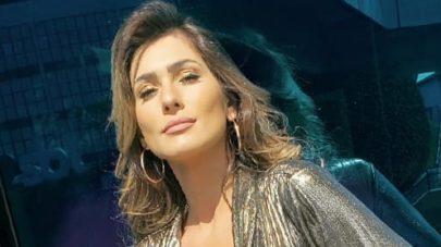 Lívia Andrade surge com look ousado e quase mostra tudo