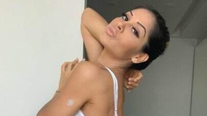 """De lingerie, Mayra Cardi impressiona com cinturinha ultra fina: """"Órgãos ficam onde?"""""""