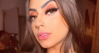 """MC Mirella posa com sutiã ousado e chama a atenção: """"Surra de beleza"""""""