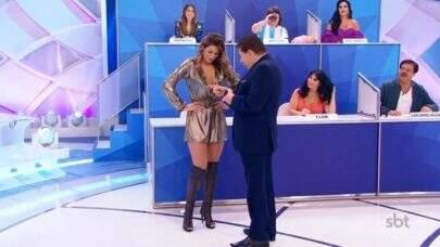 """Silvio Santos """"dá conferida"""" em corpo de Lívia Andrade: """"Deixa ele ser feliz um pouco"""""""