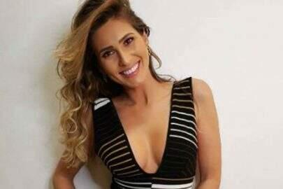 """De vestido colado, Lívia Andrade posta clique ousado e fãs vão à loucura: """"Perfeição"""""""