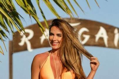 """Nicole Bahls posta clique ousado na praia e fãs vão à loucura: """"Esse corpo é um absurdo"""""""