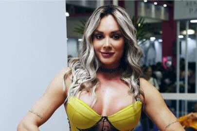 """Juju Salimeni posa de topless e renova o bronzeado: """"Esteja em paz"""""""