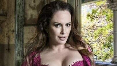"Núbia Óliiver posa de lingerie e exibe corpo invejável: ""Dona da beleza"""