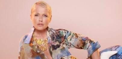 """Xuxa posa de topless e Instagram considera foto """"imprópria"""""""