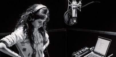 "Camila Cabello revela que seu novo álbum está pronto: ""Romance"""