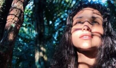 """Débora Nascimento posa de biquíni e ostenta pernões: """"Que mulher"""""""