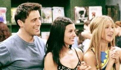 """Friends"": Courteney Cox, Jennifer Aniston e Matt LeBlanc aparecem juntos em fotos"