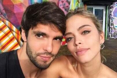 """Noiva de Kaká dá """"abaixadinha"""" no biquíni e chama a atenção"""