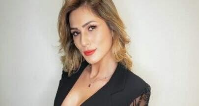 Sem sutiã, Lívia Andrade sensualiza de vestido com decote ousado