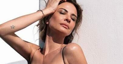 Luciana Gimenez abusa da ousadia em foto com roupa transparente