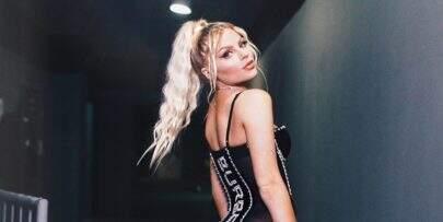 De vestido minúsculo com transparências, Luísa Sonza quase mostra demais