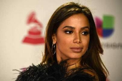 """Comentarista deseja morte de Anitta ao vivo e cantora reage: """"Inacreditável"""""""