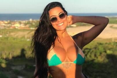 "Ex-BBB Monique Amin exibe corpo definido em clique de biquíni: ""Deusa!"""
