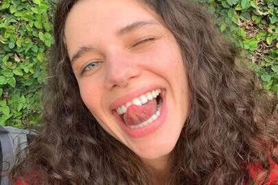 Bruna Linzmeyer aparece com sobrancelhas descoloridas e assusta seguidores