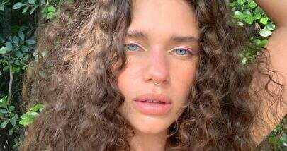 """De topless, Bruna Linzmeyer posta clique ousado na natureza: """"Selvagem"""""""