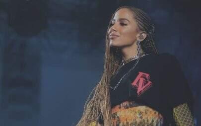 """Anitta revela que prefere cantar em espanhol do que em português: """"Me sinto mais confortável"""""""