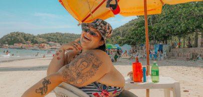 """Thais Carla posa completamente sem roupa em banheira: """"Se amar revoluciona"""""""
