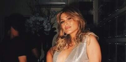 """Com decote explosivo, Lívia Andrade impressiona seguidores: """"Monumento"""""""