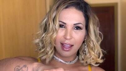 """Em pose estratégica, Valesca Popozuda dá puxadinha em biquíni e fãs vão à loucura: """"Sereia!"""""""