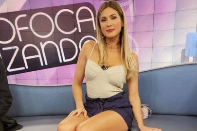"""Lívia Andrade aposta em vestido curto e fãs vão à loucura: """"Um tiro doeria bem menos"""""""