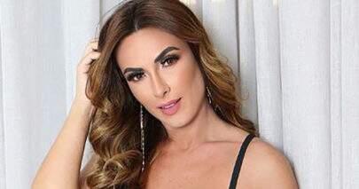 Nicole Bahls posa de lingerie rendada e impressiona seguidores