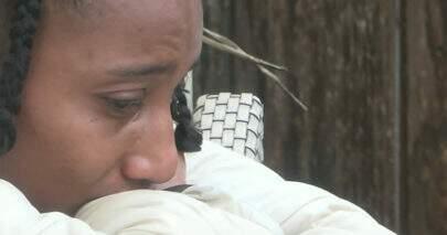 A Fazenda: Sabrina chora ao receber recado da Record sobre ofensa racista