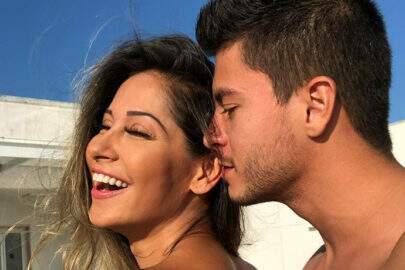 """Mayra Cardi fala sobre vida íntima com Arthur Aguiar: """"Tem que ser cronometrado"""""""