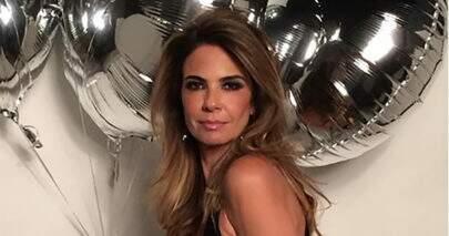 "Luciana Gimenez exibe boa forma em foto diferenciada: ""Acordando"""