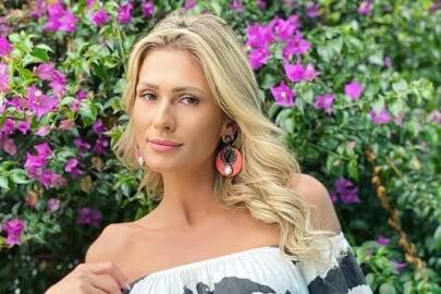 """Lívia Andrade mostra look selecionado para o 'Fofocalizando': """"Pra sextar"""""""
