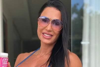 "Gracyanne Barbosa posa com família na praia e agradece: ""Meus amores"""