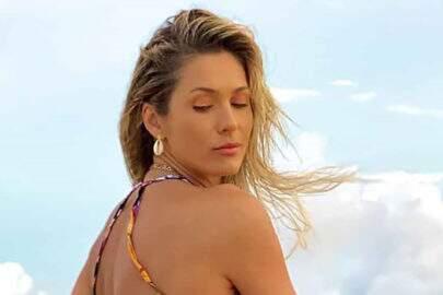 """Lívia Andrade posa perto de tempestade e faz reflexão: """"Nem tão azul, nem tão cinza"""""""