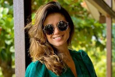 Paula Fernandes usa vestido deslumbrante e encanta seguidores
