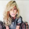 """Em posição de aranha, Lívia Andrade brinca com seguidores: """"Rã"""""""