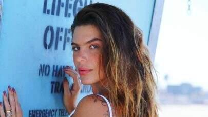 """Mariana Goldfarb quebra internet ao postar clique na praia: """"Na minha timeline só da biquíni"""""""
