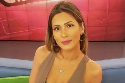 """Lívia Andrade mostra novo look com saia longa: """"De hoje"""""""