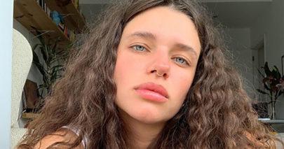 """Bruna Linzmeyer surge à vontade em foto preguiçosa em casa: """"Fala comigo segunda"""""""