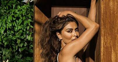 Juliana Paes curte sábado de calor esbanjando saúde à beira da piscina