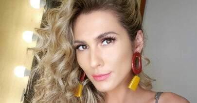 """Lívia Andrade dá """"boa noite"""" aos seguidores com foto encantadora"""