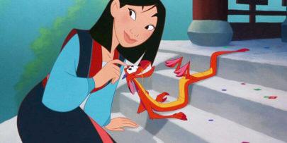 """Diretora confirma que """"Mulan"""" não terá Mushu e explica ausência das músicas originais"""