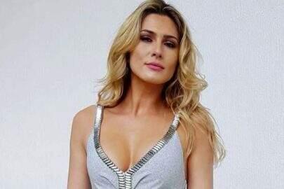 Lívia Andrade ostenta saúde em clique carnavalesco e chama atenção na web