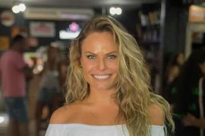 Ex-BBB Natália Casassola visita praia de nudismo pela primeira vez