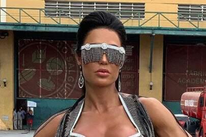 Gracyanne Barbosa apresenta look inusitado e chama a atenção