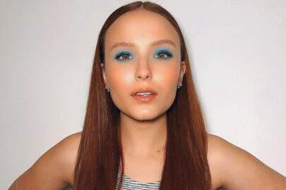 "Larissa Manoela ostenta maquiagem azul e encanta fãs: ""Maravilhosa"""