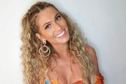 """Lívia Andrade exibe look diferenciado para viajar e brinca: """"Miss saco de lixo"""""""