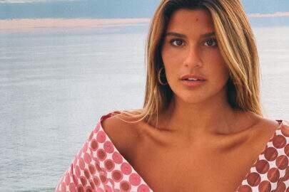 Giulia Costa posa com look revelador e internautas vão à loucura