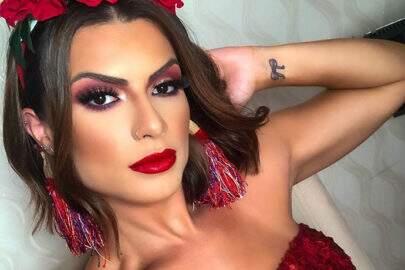 """Babi Rossi mostra nova tatuagem e fãs piram: """"Combinou"""""""