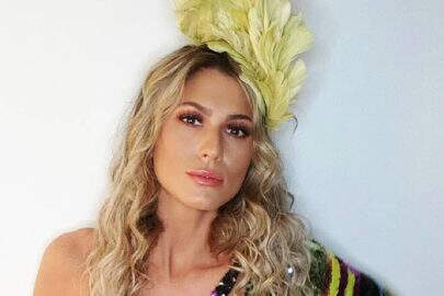 """Lívia Andrade surge com roupa deslumbrante no Instagram: """"Muita cor por aqui!"""""""
