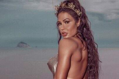 """Gracyanne Barbosa posa em clima de carnaval e choca internautas: """"A verdadeira sereia"""""""