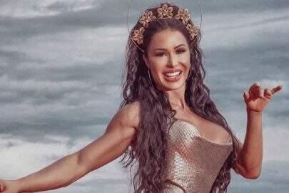 Gracyanne Barbosa posa deslumbrante em figurino de carnaval e encanta